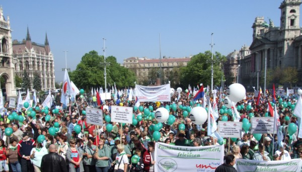 Hungarian Unions demonstrated for a socially balanced economic crisis management